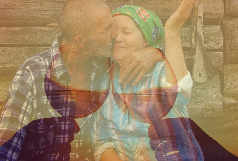 дед с бабкой обнимаются